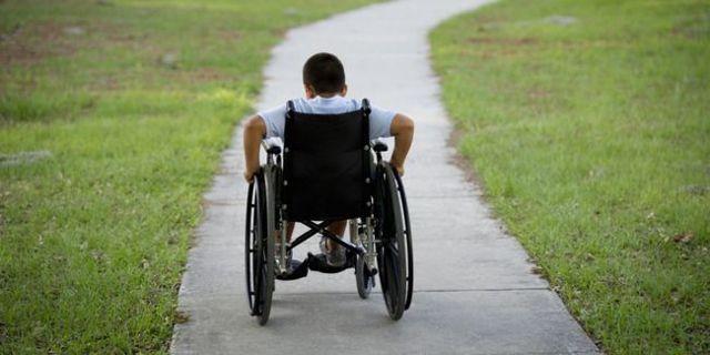 Увольнение по уходу за ребенком-инвалидом: как проходит процедура, если мать или отец согласны оставить работу и могут ли сократить родителей?