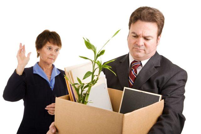 Увольнение алиментщика: будут ли начисляться с выходного пособия бывшего мужа при сокращении такого сотрудника на работе, удерживаются ли с компенсации, расчет суммы