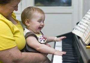 Временная опека над ребенком бабушкой: как оформить, можно ли лишить родительских прав мать