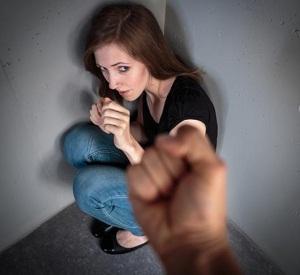 Муж избил жену: что ему грозит, что делать и как жить дальше