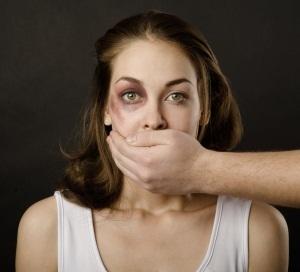 Избил муж: что делать, если бывший или нынешний супруг поднял руку на жену