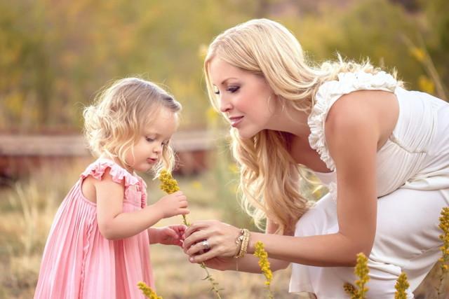 Отпуск по уходу за ребенком при усыновлении: оформление декрета и получение декретных