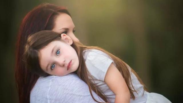 Можно ли усыновить ребенка одинокой женщине в России и как это сделать