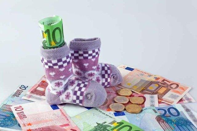 Кто выплачивает декретные: государство или работодатель оплачивает отпуск