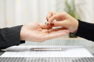 О применении судами законодательства при рассмотрении дел о расторжении брака