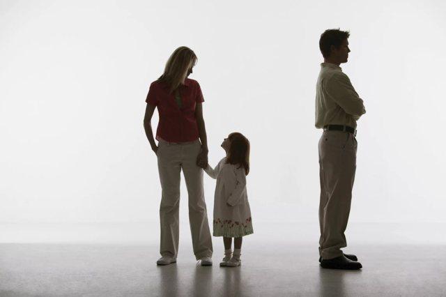 Иск об оспаривании отцовства: образец и правила подачи искового заявления в суд