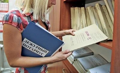 Какие документы нужны для оформления дарственной: договор дарения через нотариуса и без его участия