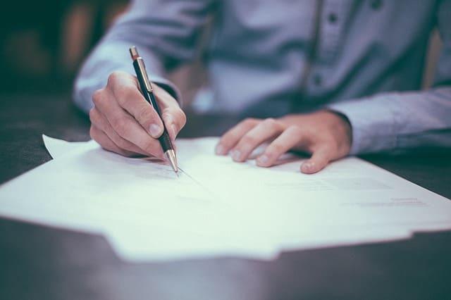 Как восстановить свидетельство о рождении взрослого, если документ утерян или испорчен