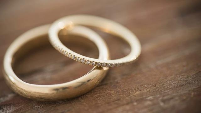 На каком пальце носить обручальное кольцо после развода женщине и мужчине