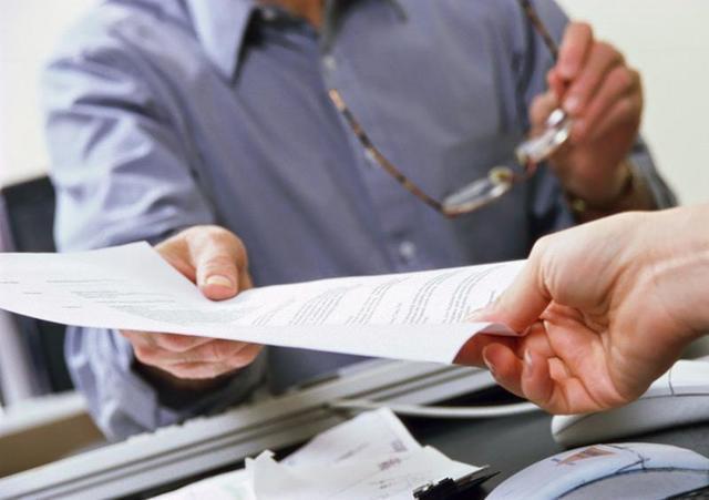 Увольнение в связи со смертью работника: какой датой оформляется приказ