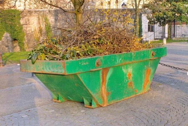Вывоз крупногабаритного мусора: кто должен вывозить, что относится к КГМ