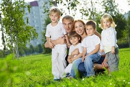 Выплаты, льготы и пособия при усыновлении ребенка: что положено усыновителям