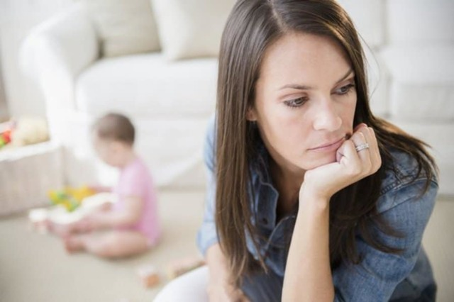 Мать, воспитывающая ребенка одна после развода: льготы и выплаты