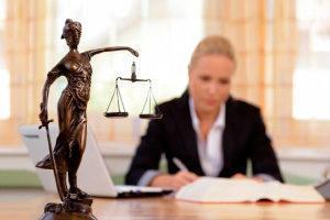 Почему мужчины не платят алименты и что будет, если не выплачивать средства год