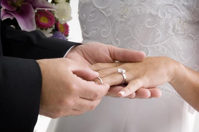 Разрешение на временное проживание по браку - какие документы собрать?