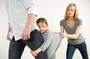 Муж угрожает забрать ребенка при разводе: что делать и может ли отец лишить мать родительских прав