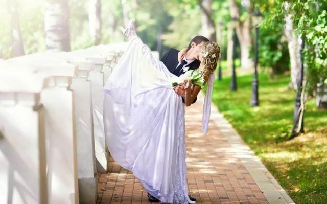 Второй брак: как провести свадьбу, что надеть на церемонию невесте и жениху