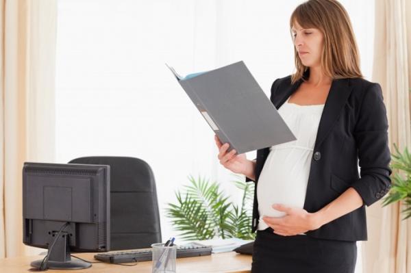 Увольнение в отпуске по уходу за ребенком до 3-х лет: могут ли уволить декретницу
