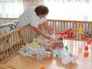 Как усыновить ребёнка из роддома: порядок усыновленияудочерения новорожденного