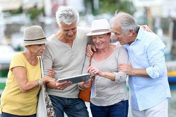 Отпуск ветеранам труда, работающим пенсионерам: положены ли дополнительные выходные