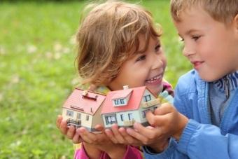 Как подарить квартиру сынудочери: как оформить дарственную, процедура дарения