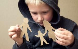Если ребенок проживает с отцом, нужно ли платить алименты матери