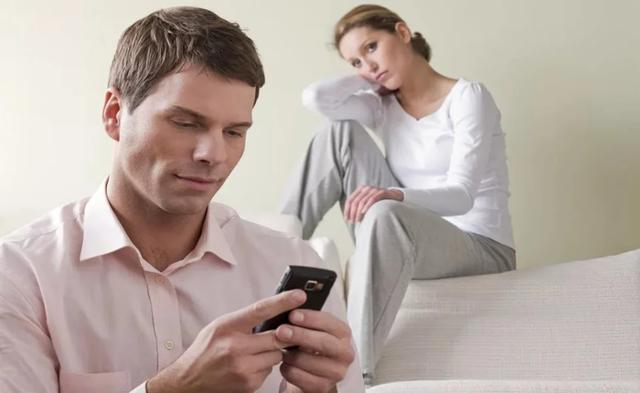 Муж общается с бывшей женой: советы психолога, чем может закончиться общение с экс-пассией