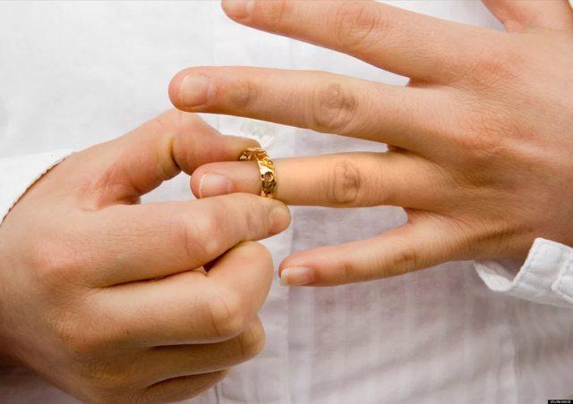Брак приостанавливается вследствие смерти, объявления органом ЗАГСа или суда