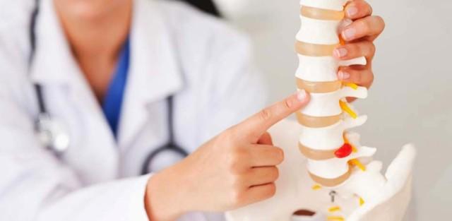 Дадут ли больничный, если болит спина, и как уйти с работы по причине нетрудоспособности
